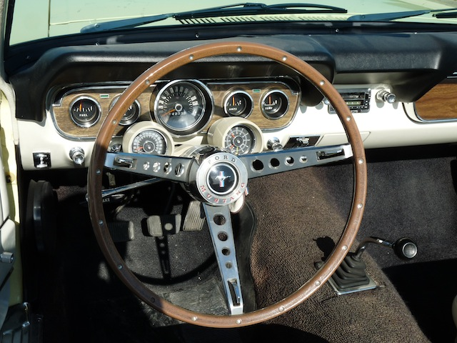 FORD MUSTANG GT DE 1966 tableau de bord