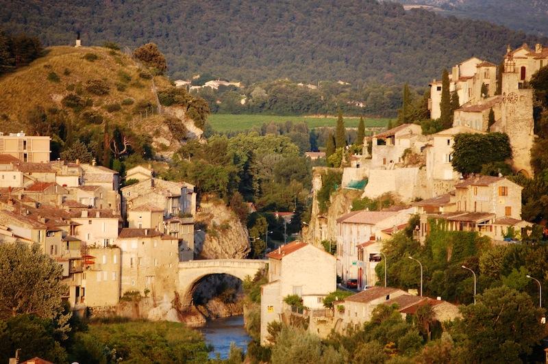 La vieille ville de Vaison-la-Romaine et son pont romain