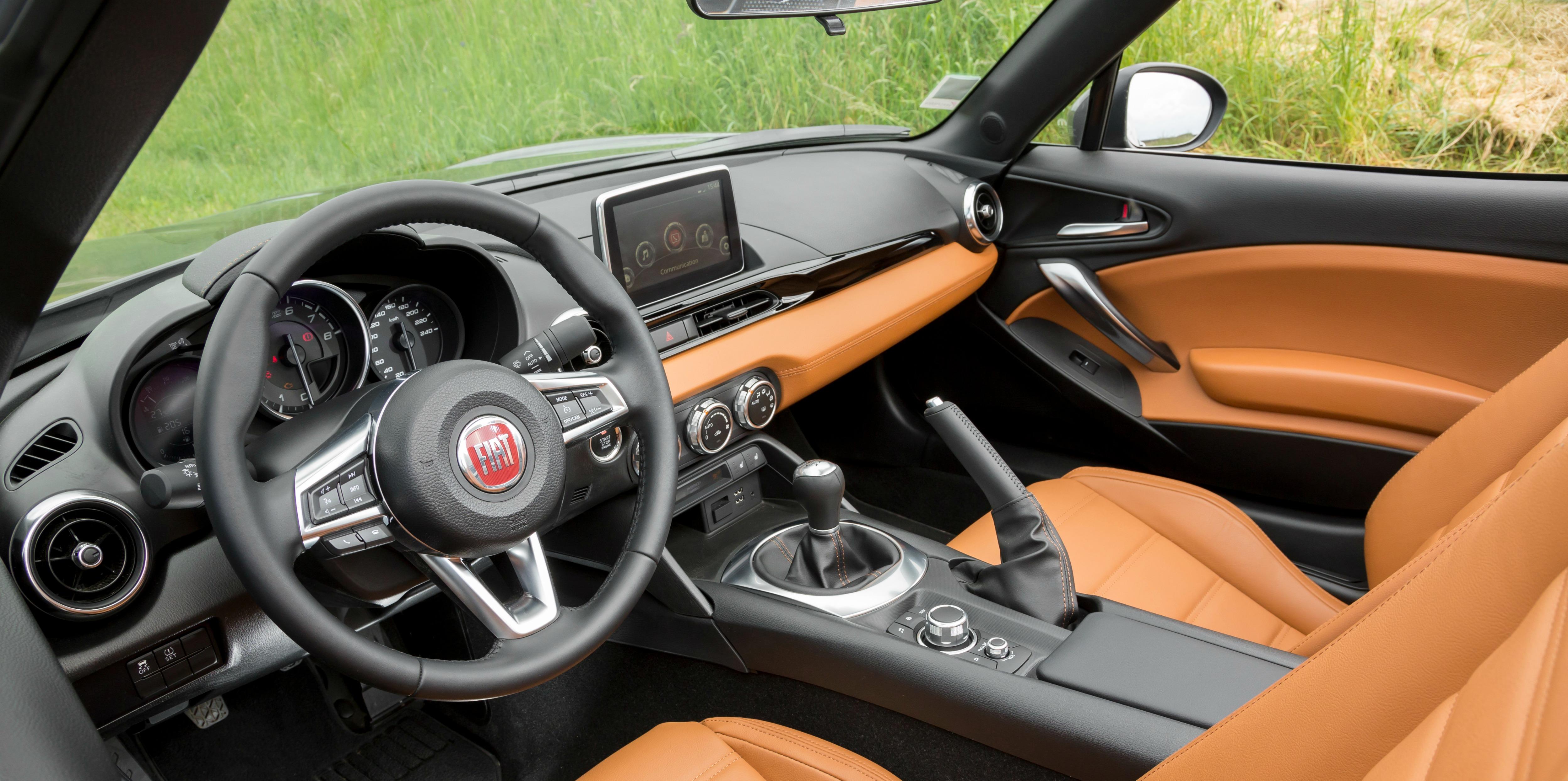 interieur du Fiat 124 spider de 2016