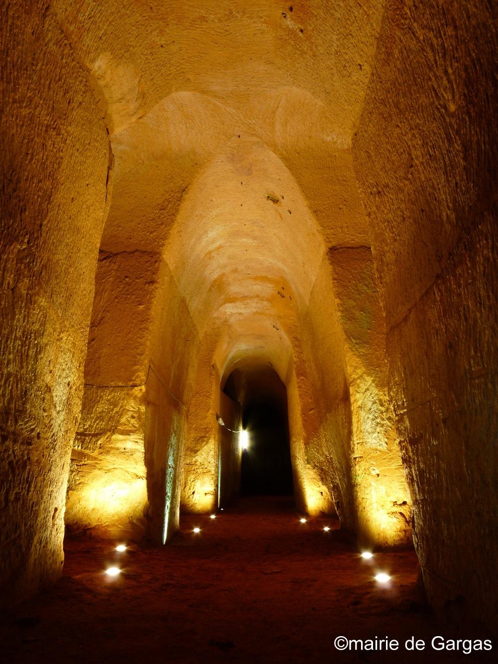 Les galeries cathédrales de la mine d'ocre de Bruoux