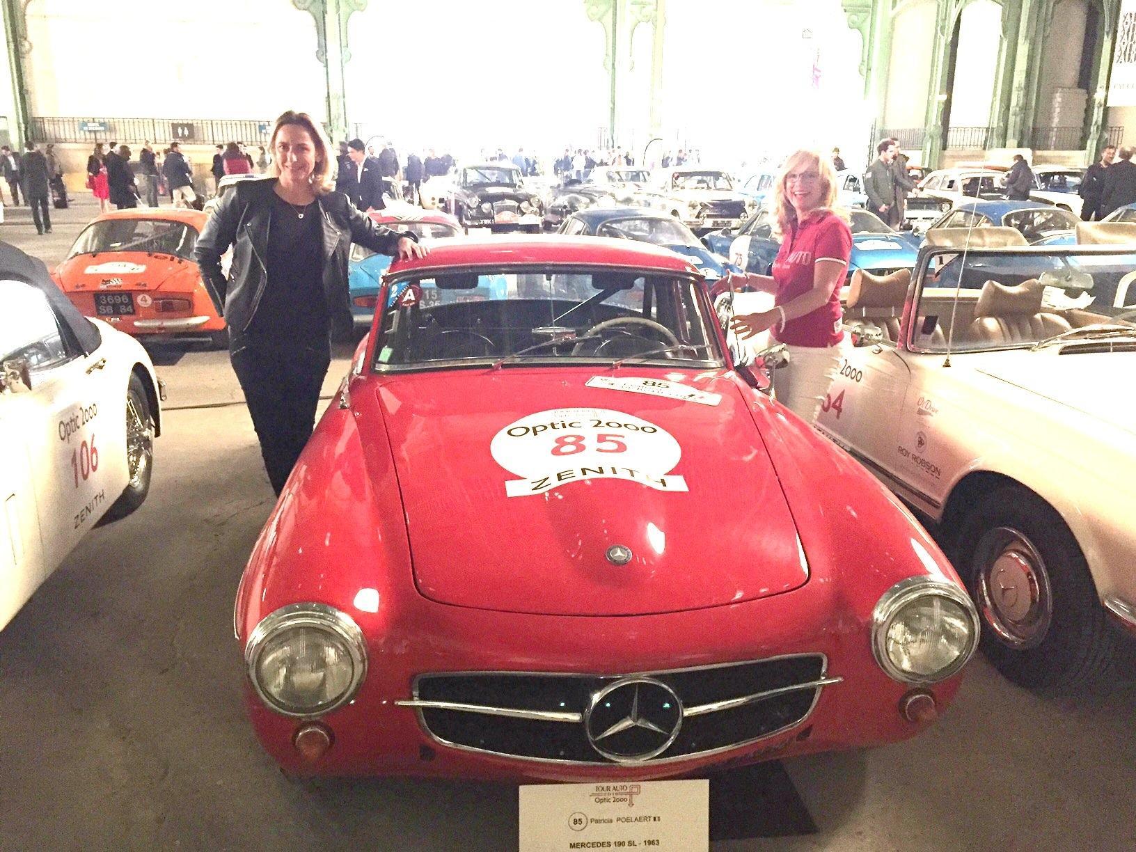Aurore Devillard (à gauche) avec sa coéquipère Patricia Poelaert sur Mercedes 190 SL
