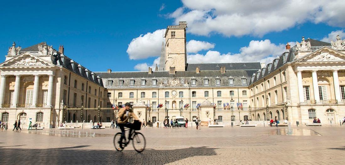 Le palais ducal de Dijon et la Tour de Philippe-le-bon (Photo Alain Doire)