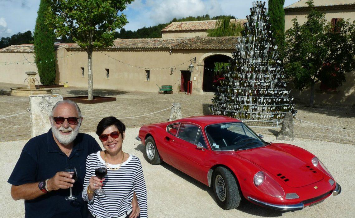 George Antoun et Patricia Alexandre au domaine des Peyre avec leur Ferrari Dino