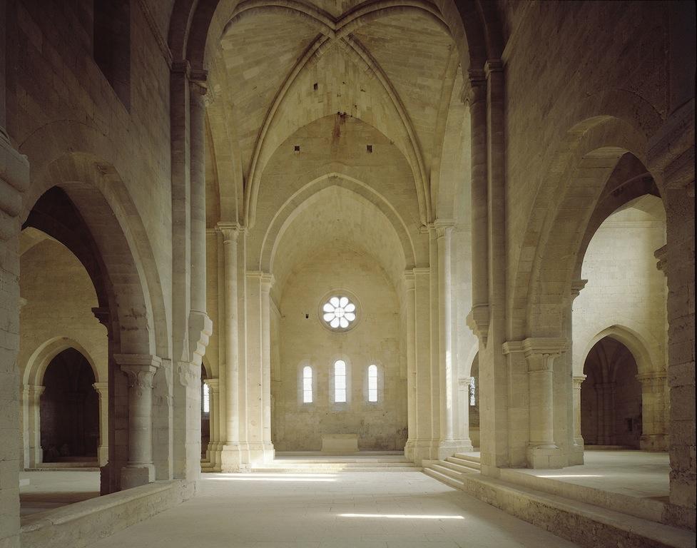 Dans le choeur de l'abbaye de Silvacane, une des trois merveilles de l'art roman en Provence.