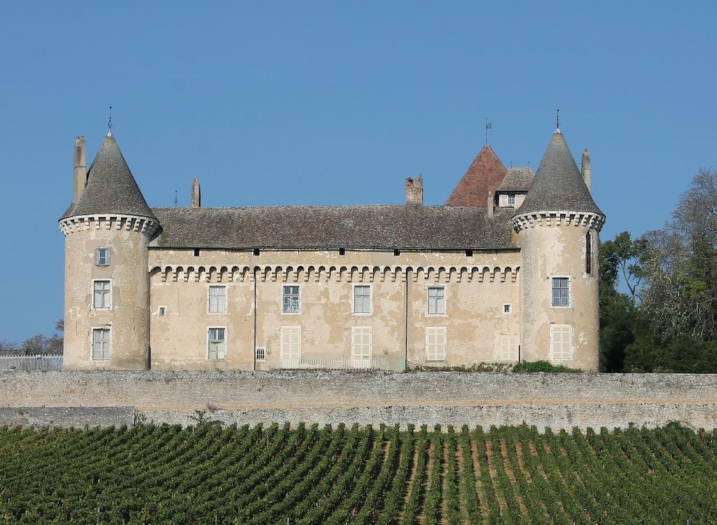 Le château de Rully et son vignoble.