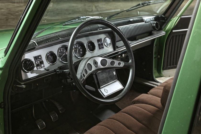 Plus puissante, la nouvelle R16 TS, avec sa planche de bord sport et ses équipements haut de gamme, a relancé les ventes.