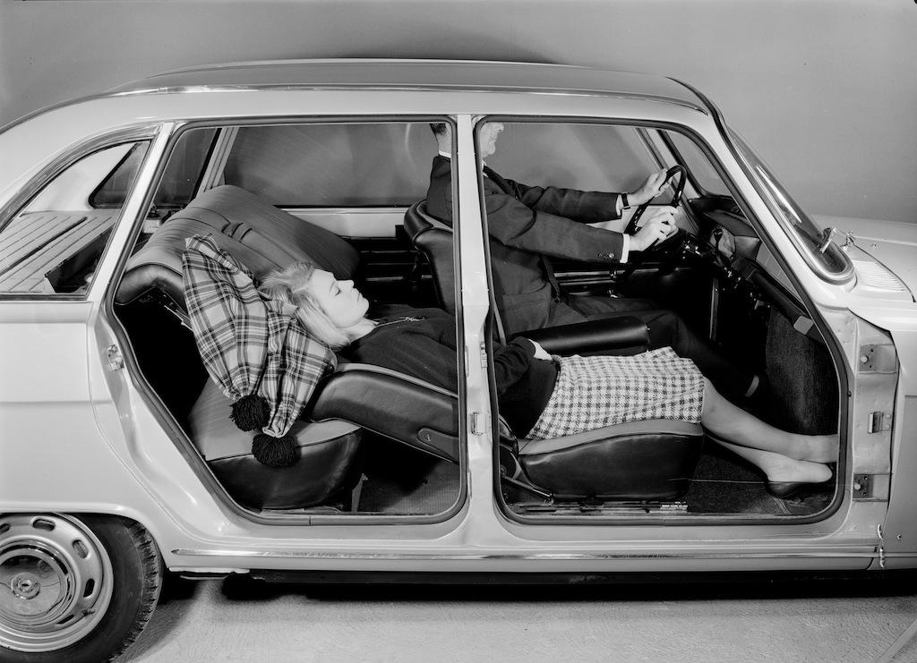 La voiture où l'on peut dormir. La R16 incarnait la voiture à vivre.