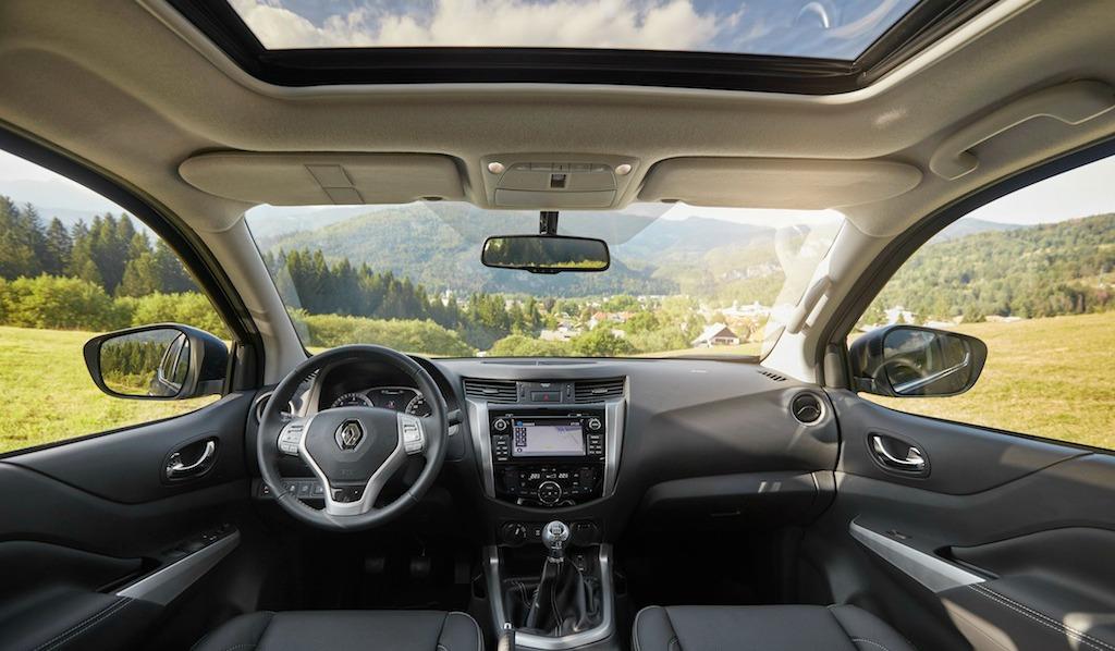 Renault a repris intégralement la planche de bord du Nissan.
