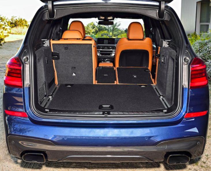 Son coffre est modulable de 550 à 1600 litres selon le repli des dossiers.