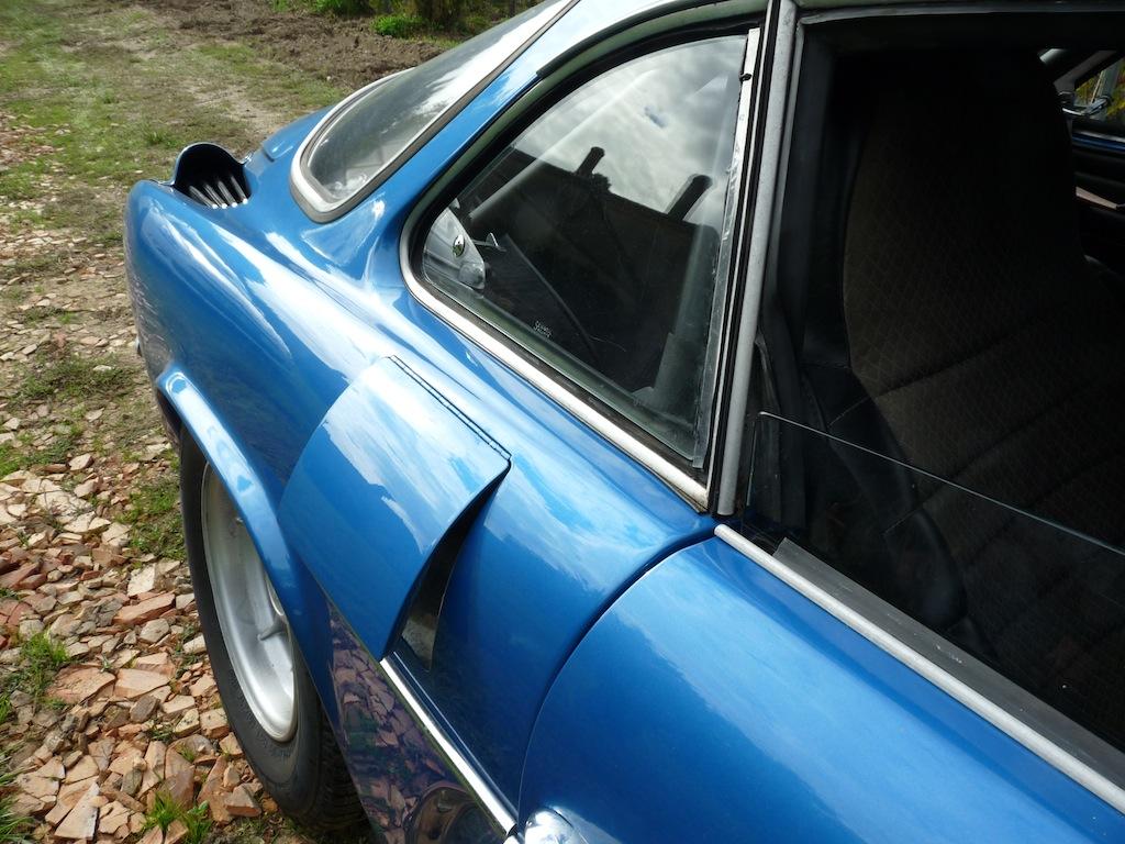 En plus du réservoir à l'avant, cette version rallye disposait d'un trappe à essence pour un réservoir supplémentaire à l'arrière.