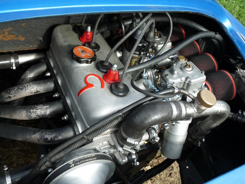Gavé par deux carburateurs à double corps, ce 1296 cm3 était signé Gordini.