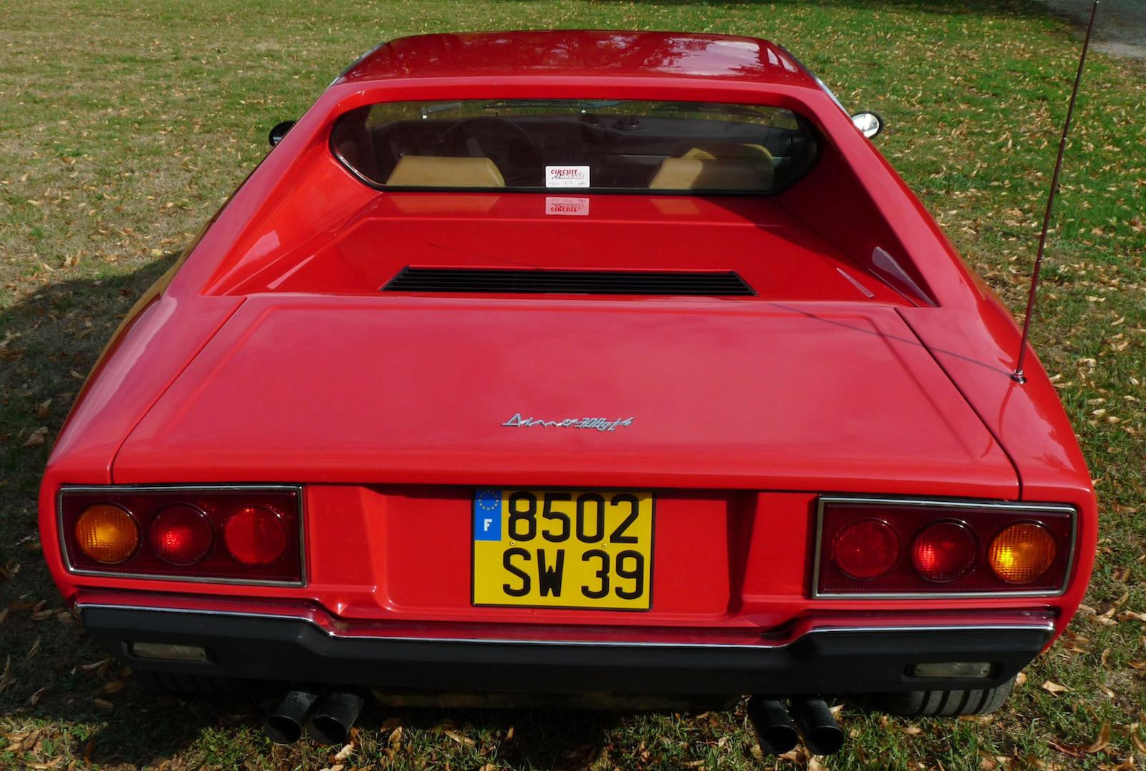 Une Ferrari Dino 308 GT 4 au vin jaune