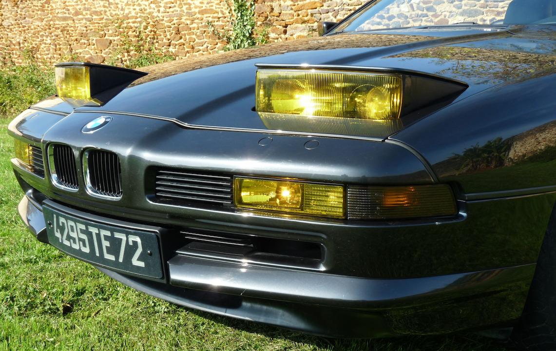 Une BMW 850 i sous le soleil provençal