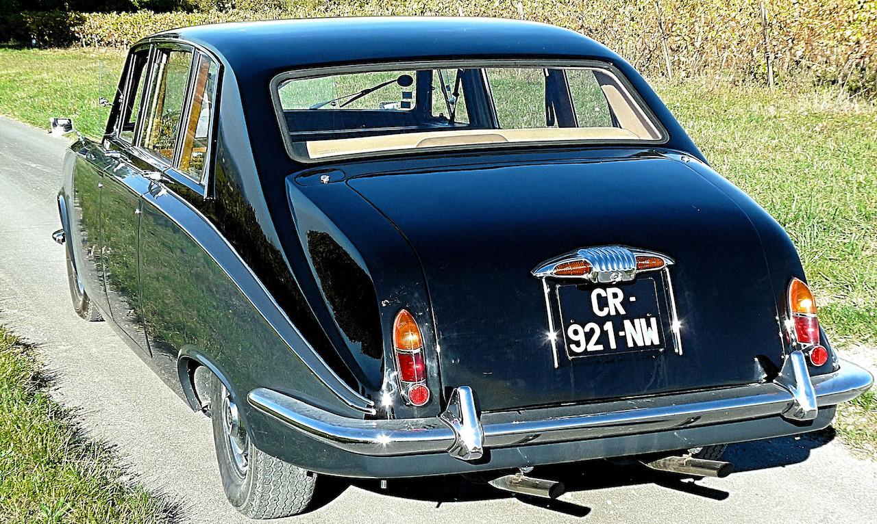 La Daimler DS420 de la Reine marche au cognac
