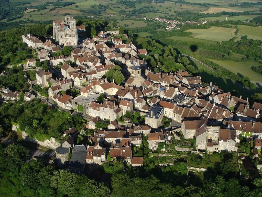 La colline de Vezelay couronnée par sa basilique (S.Wahl)