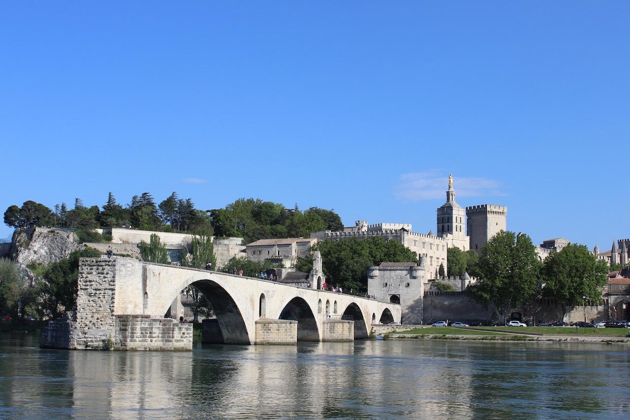 Le pont Benezet à Avignon et le palais des pâpes (F.Ollivier)