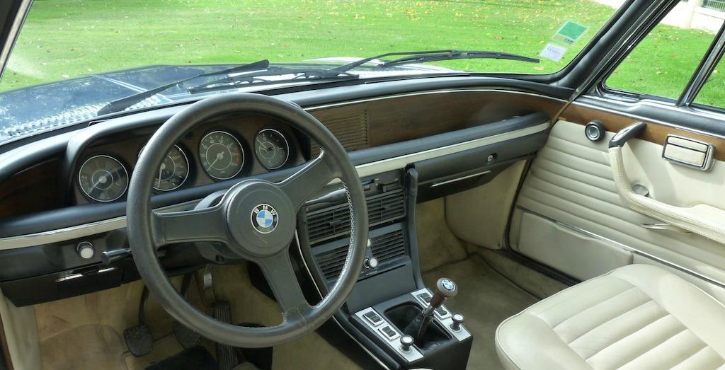 Edouard miailhe de chateau siran avec sa BMW 30CSI