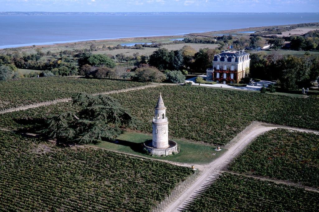 En haut de l'ancienne tour de guet du domaine la tour de By, le panorama est super be sur la Gironde.