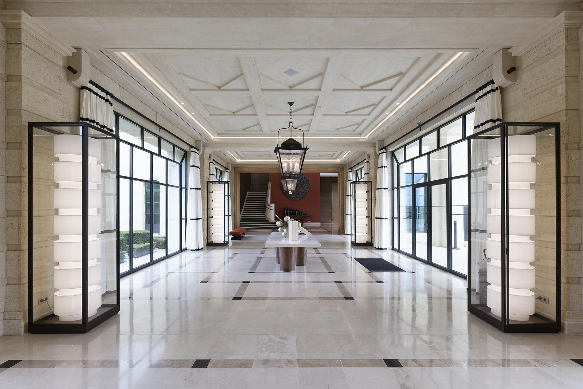 Le hall d'entrée du bâtiment de réception.