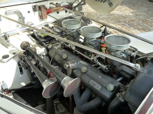 Même sous le capot le compartiment moteur sent le neuf.