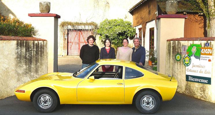 Une Opel GT made in France dans les vins du Loir