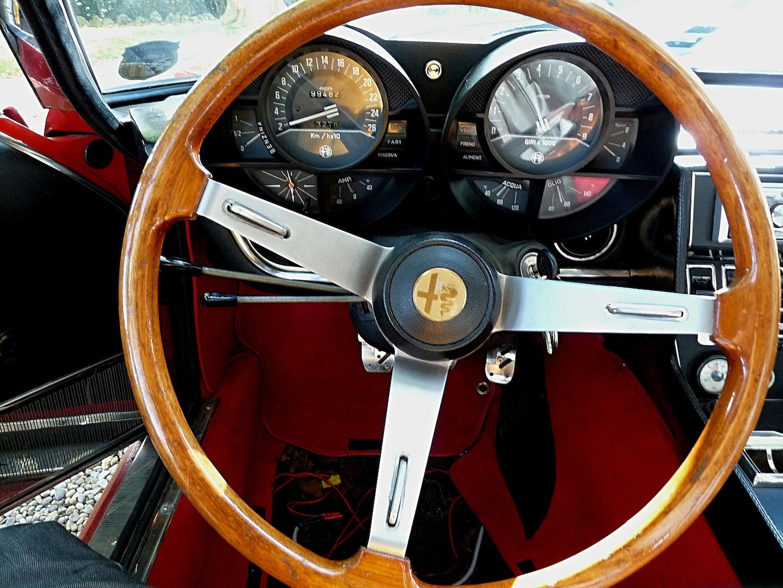 Une Alfa Romeo Montreal en Provence