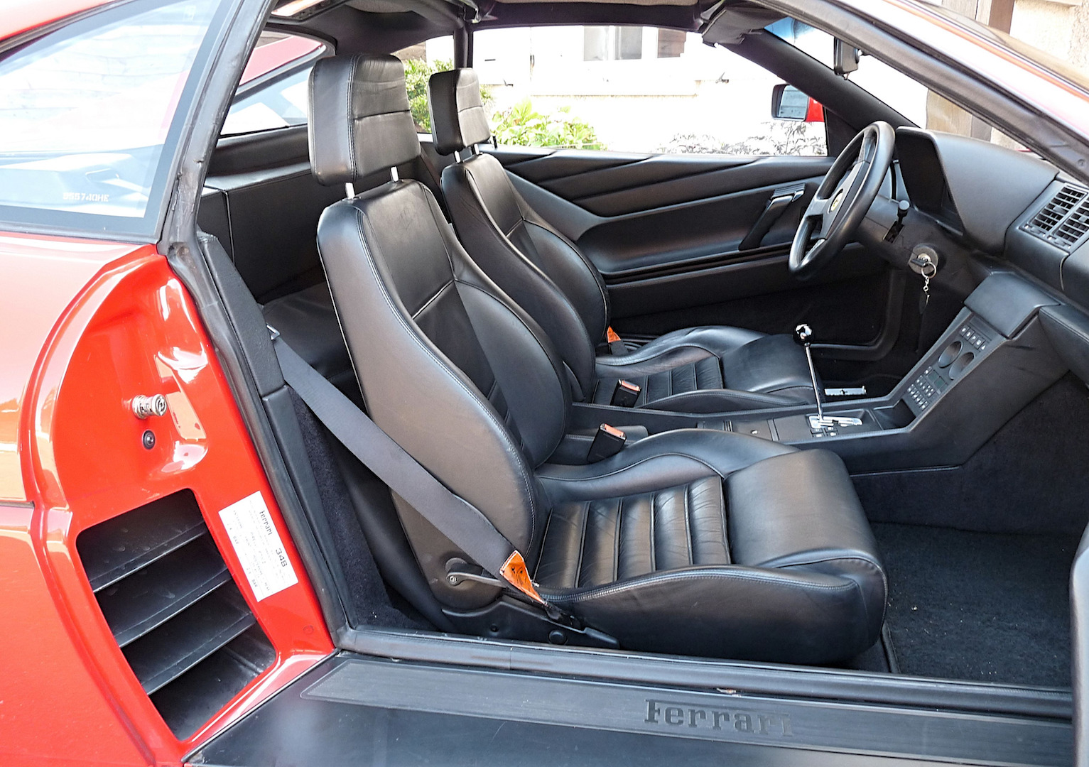 Champagne pour la Ferrari 348 TS
