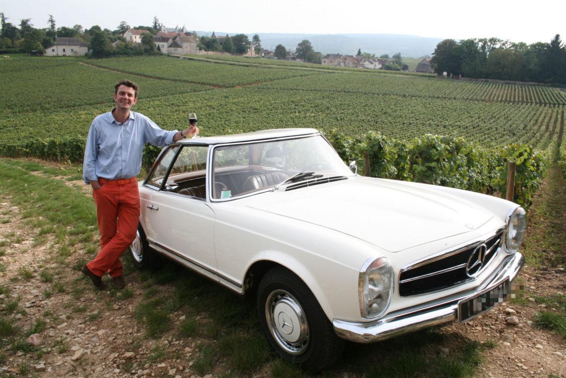 Une Mercedes Pagode dans le vignoble de Mercurey