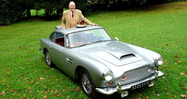 L'Aston Martin DB4 du cognac Chateau de Plassac