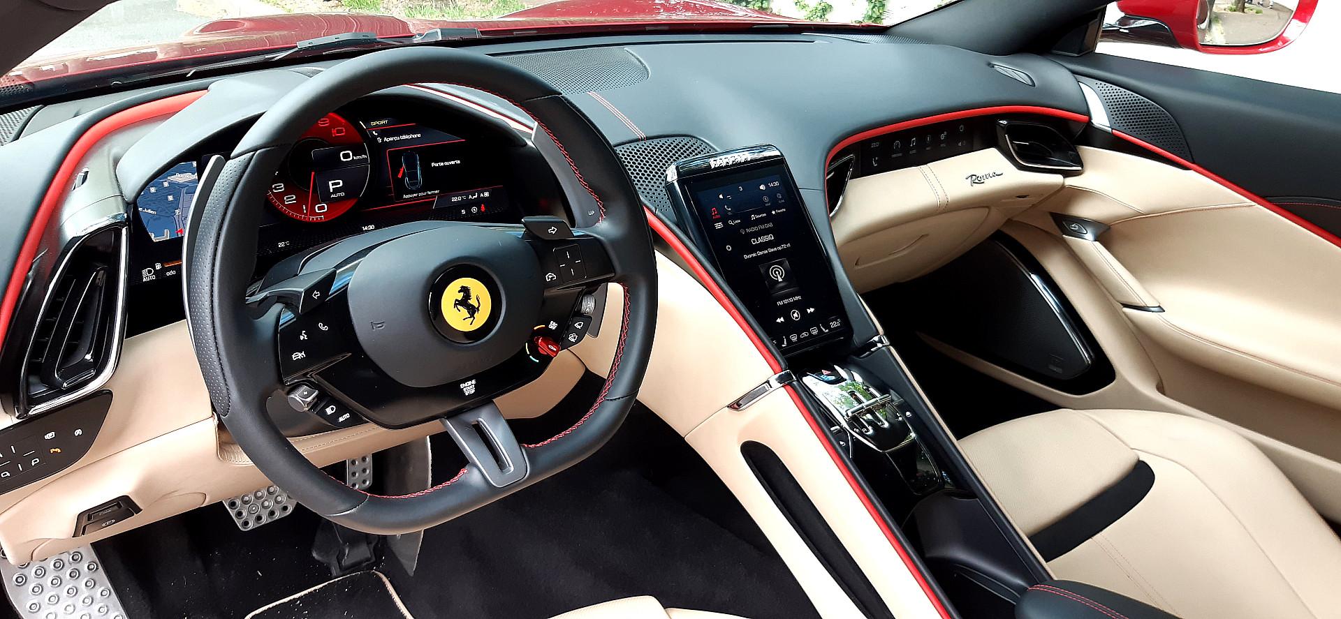 Ferrari roma poste de conduite