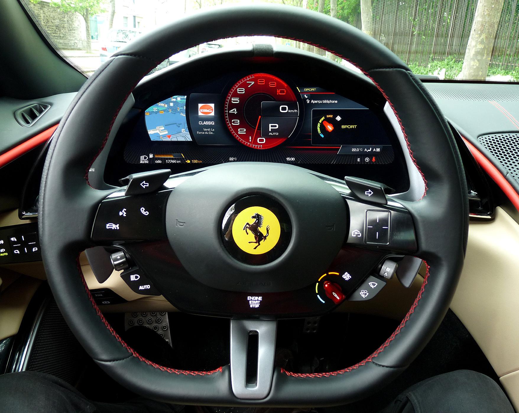 Ferrari Roma volant
